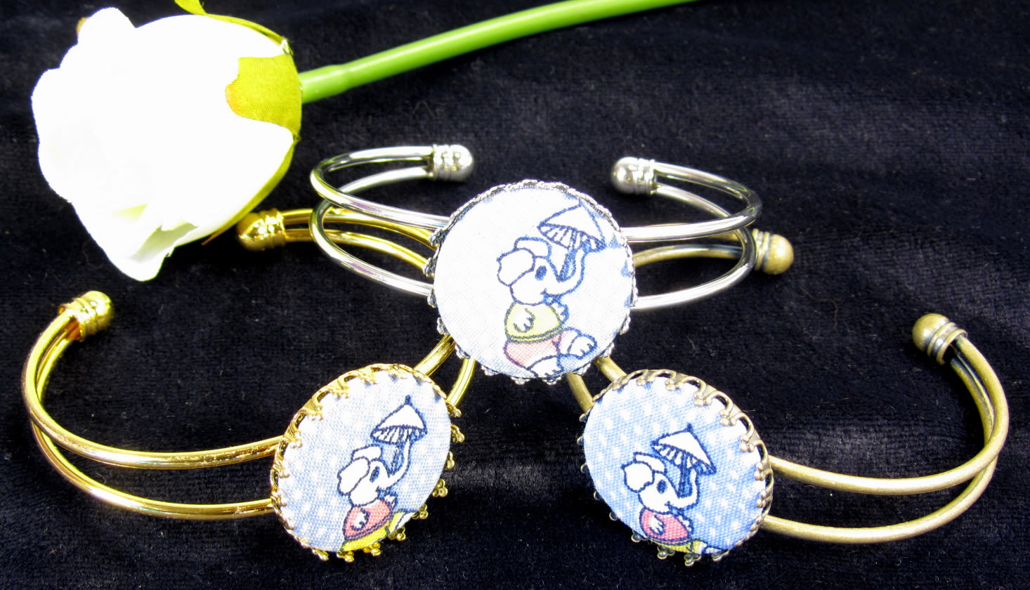 A lovely jewelry bangle made with the help of the badge maker
