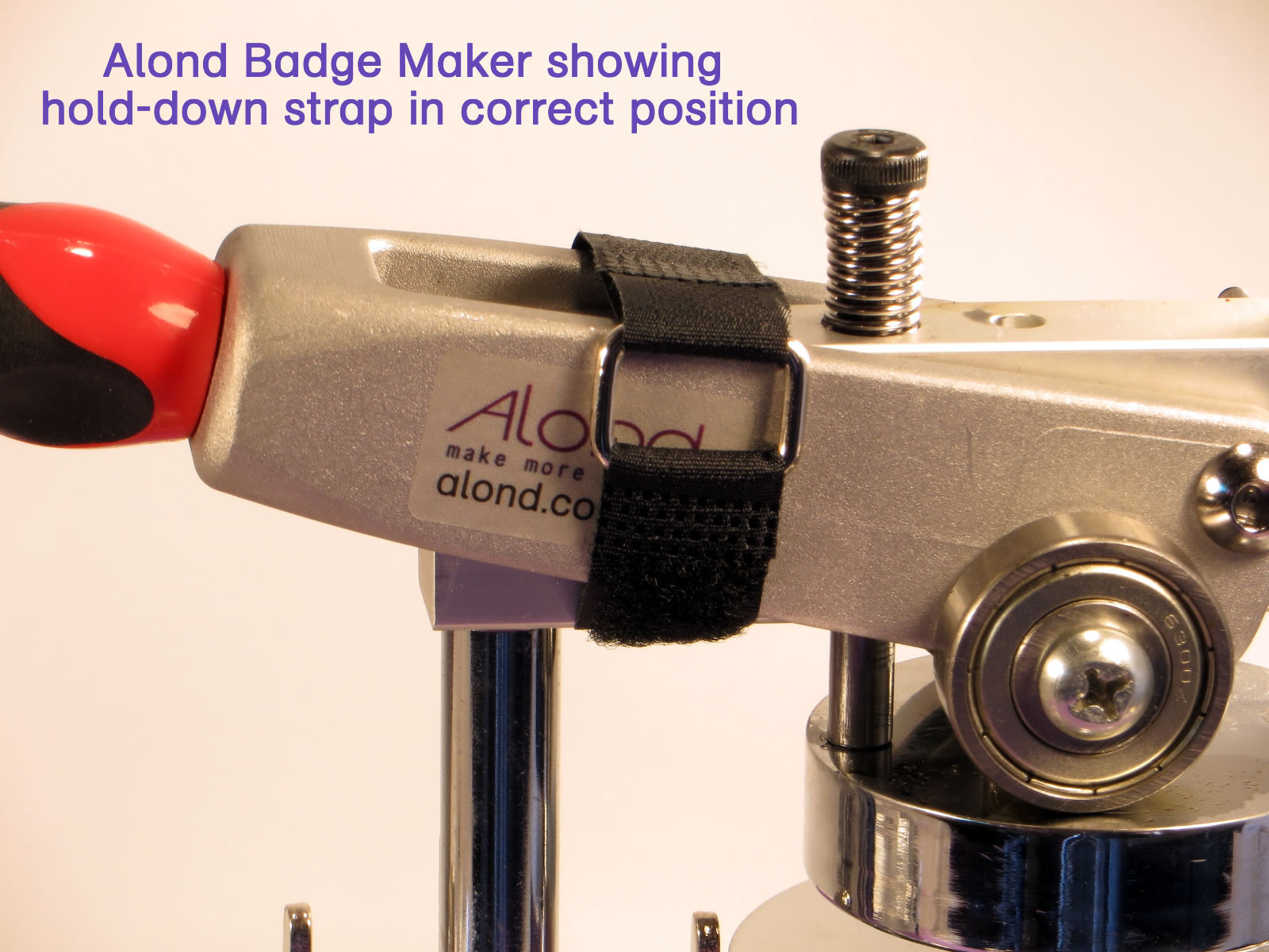 Hold down your badge maker handle for transport