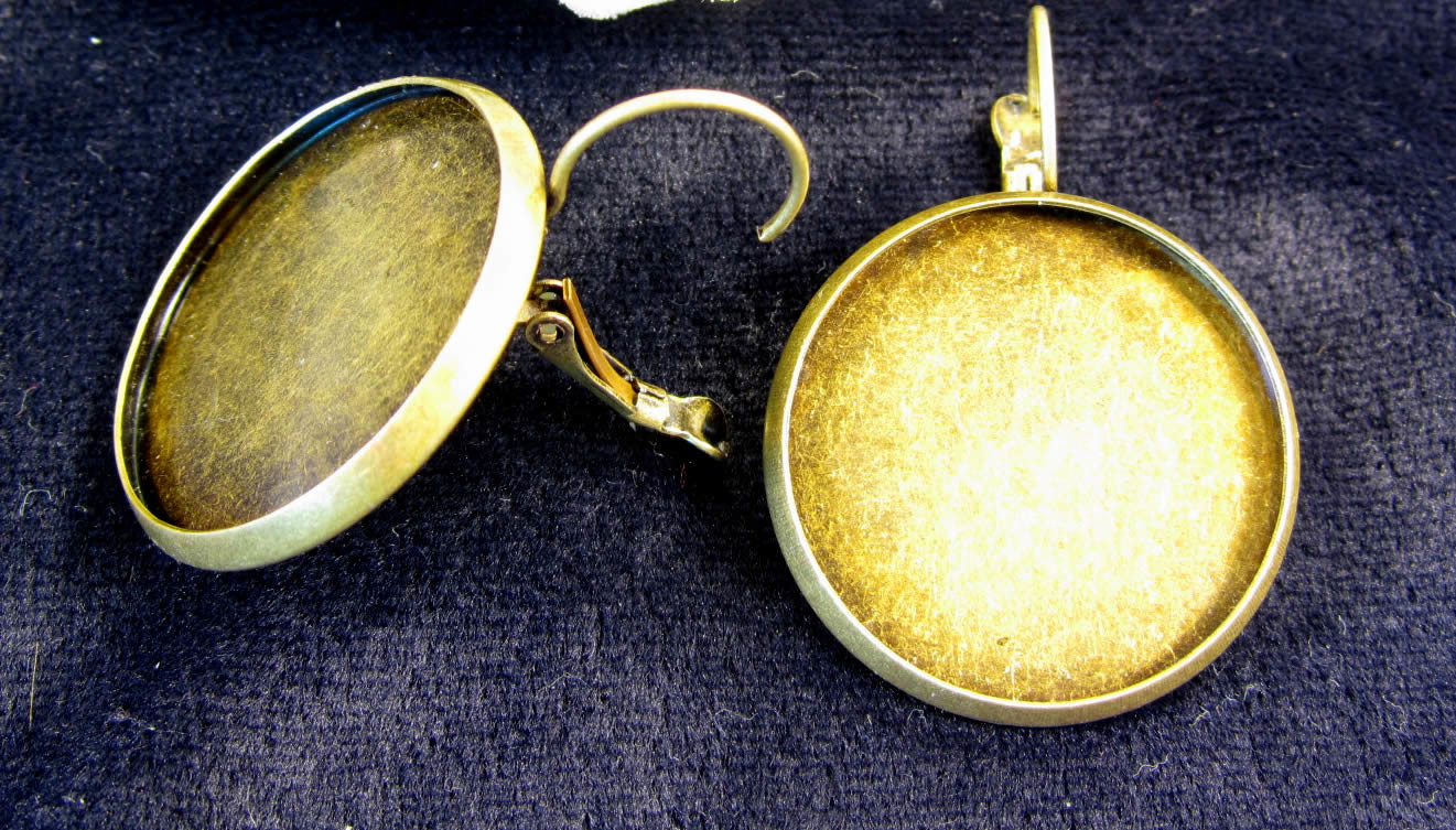 Lever Back rings can easily be created on your Alond button maker