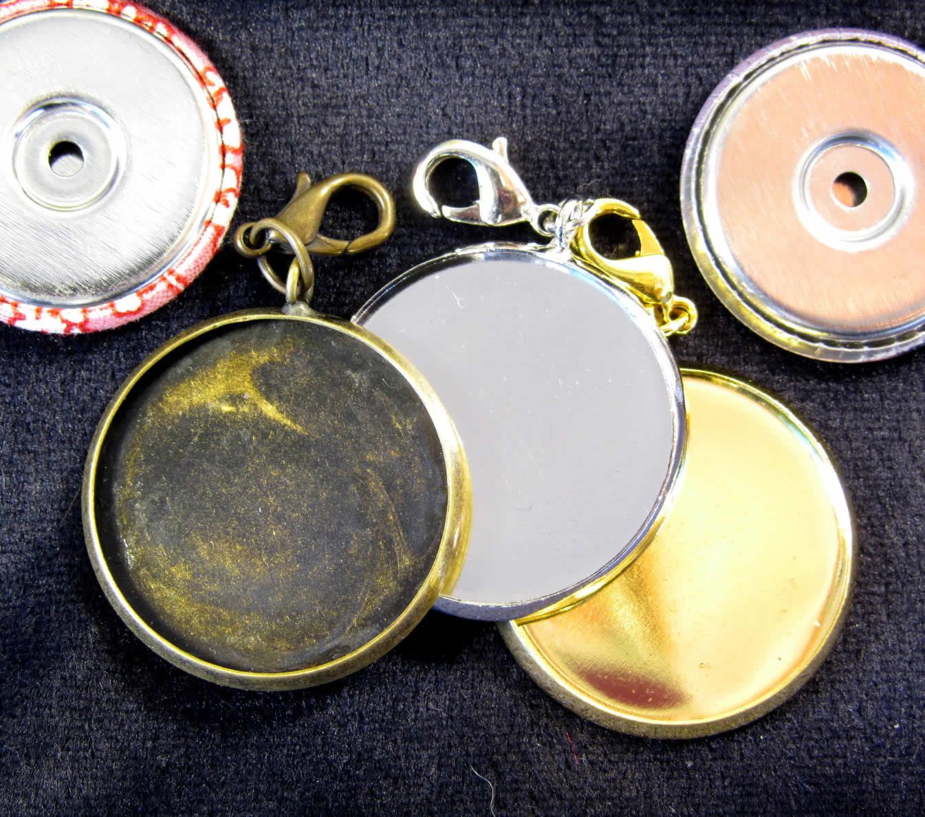 Simple and easy to make these Alond jewelry items on your Alond badge machine