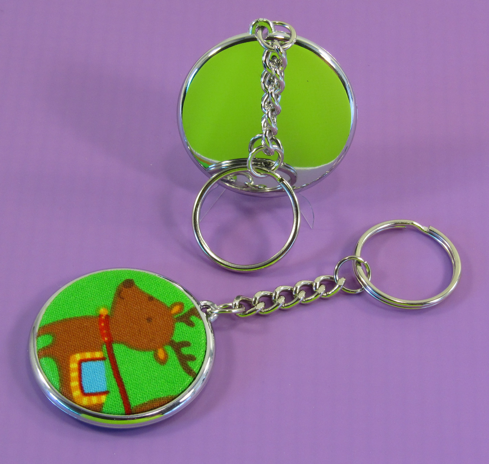An elegant 37 mm badge key ring, electroplated, giving the key ring an elegant finish