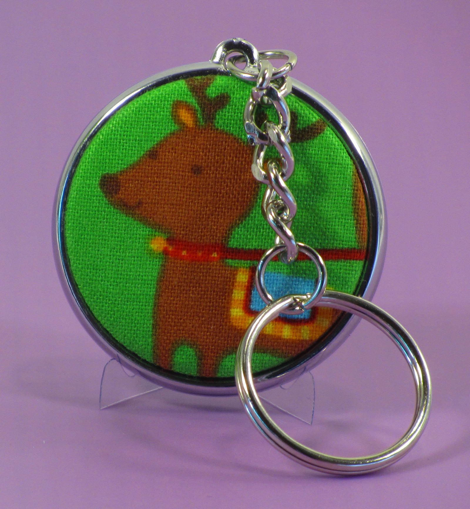 A beautiful electroplated key ring, with a 37 mm badge on each side