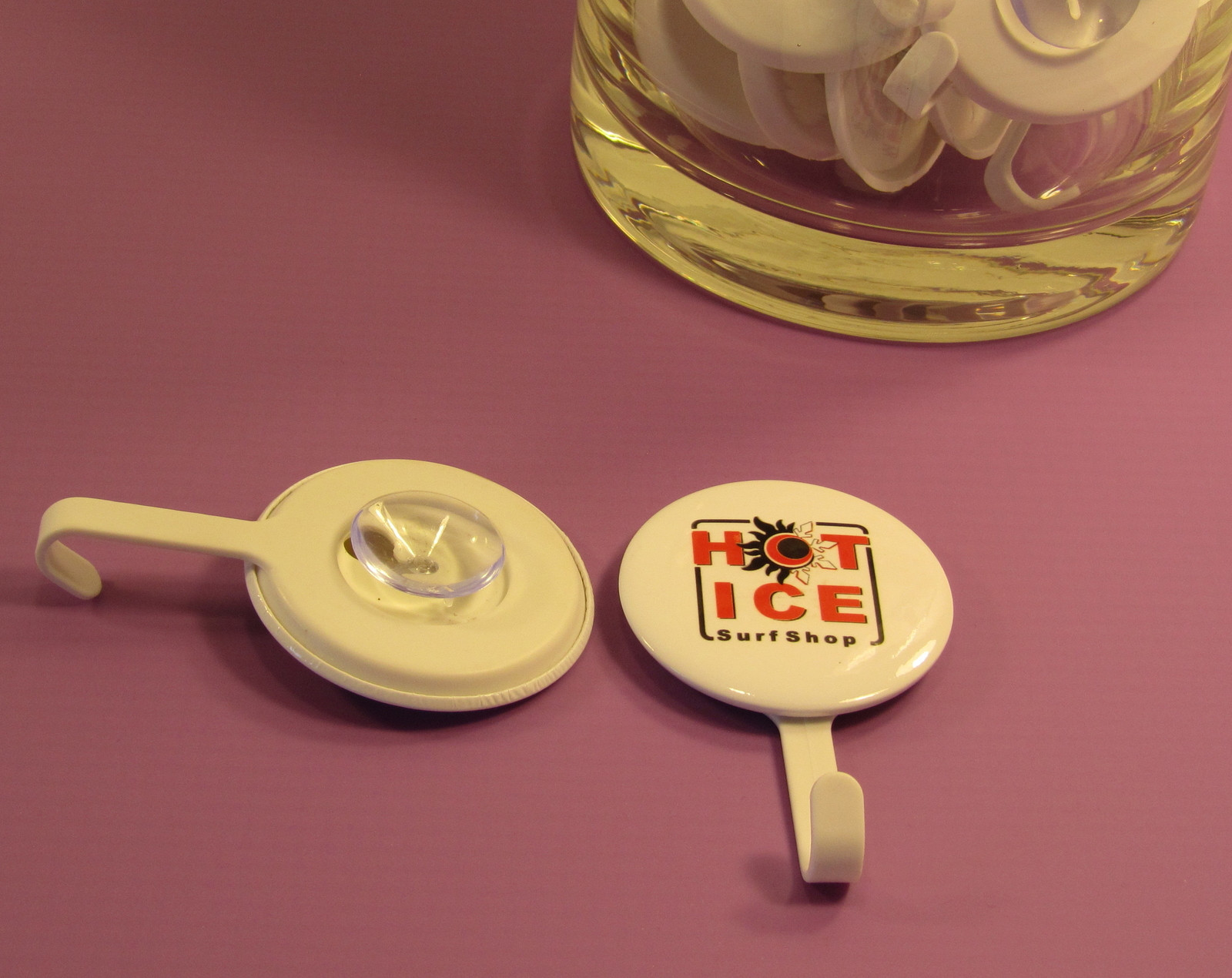 What a great idea from market stall item, 58 mm badge suction cup hooks