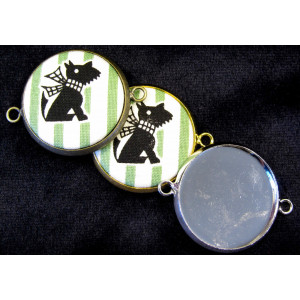 And you unchained to these 25 mm cabochon mounts, create the insets on your Alond badge maker