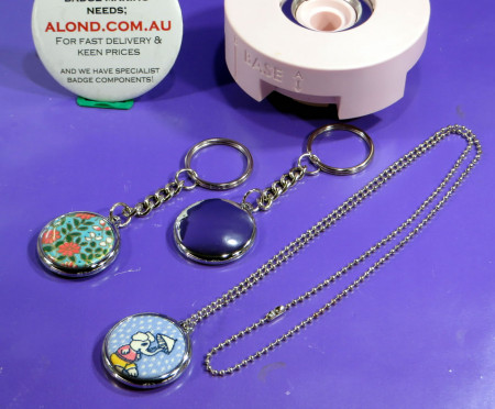 We R Memory Keepers™ Compatible small size chrome plated keyring badge