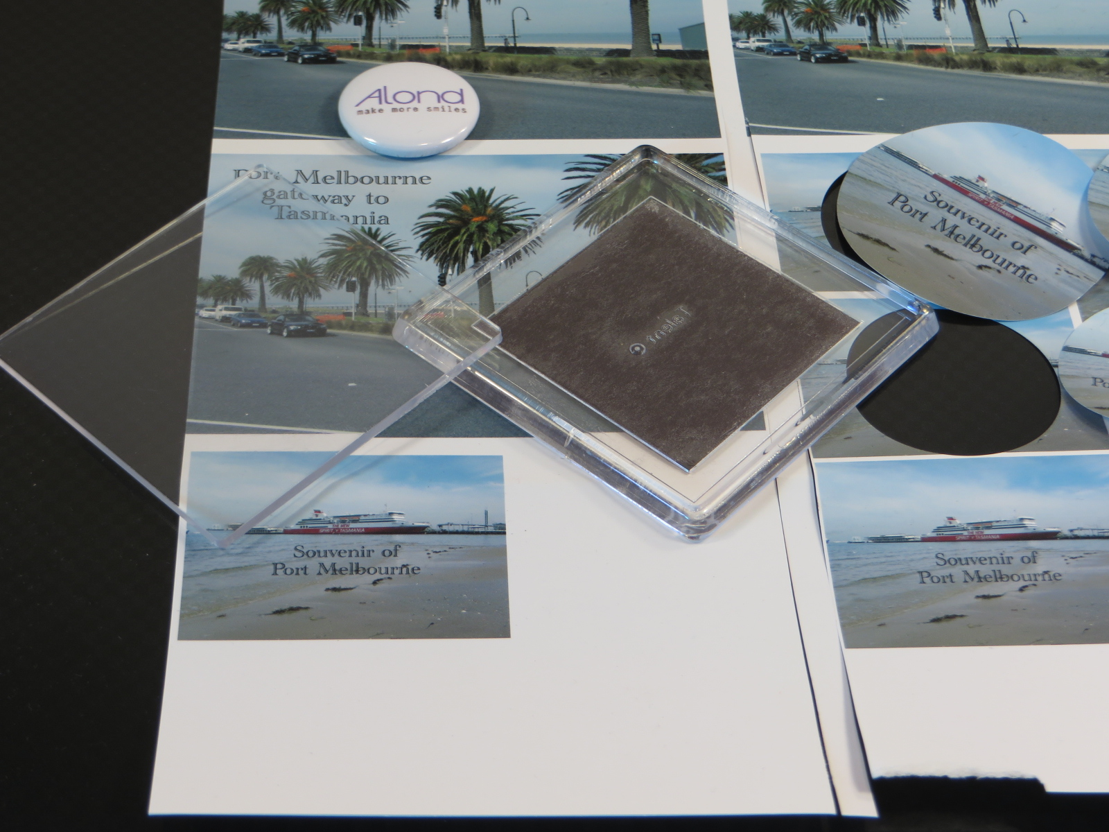 Showing Alond Snap badges with Port Melbourne scenery used to create souvenirs
